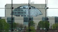 DSC01738 (Olaf Biedron) Tags: berlin glas transparenz kanzleramt waschmaschine