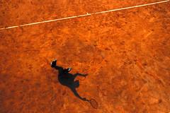 Uno sport estremo (meghimeg) Tags: 2017 genova tennis ombra shadow sole sun battuta