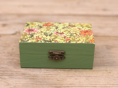 Handmade green floral decoupage box by Gurdey on Etsy http://www.Etsy.com/shop/Gurdey (purdeybarcelona) Tags: greenfloral keepsakebox jewellerybox trinketbox giftbox littlebox decoupage