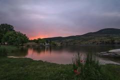 Una casita en el lago. (Amparo Hervella) Tags: embalsedelcharcodelcura ávila españa spain atardecer puestadesol reflejo nube naturaleza largaexposición d7000 nikon nikond7000 comunidadespañola