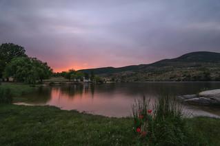 Una casita en el lago.