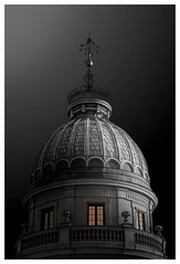 The dome of finance (Andreas Larzon Photography) Tags: blaiseholm nikond200 sigmalens monochrome bw dome lights selectivecolour urbanarchitecture intimatecityscape blacksky gothic blackandwhite stockholm sweden sky