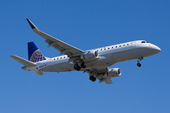 United Express (SkyWest Airlines) Embraer ERJ-175 N200SY (jbp274) Tags: lax klax airport airplanes embraer e175 erj175 skywest oo unitedexpress