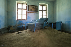 blue sands - the artist stage has to be set (Mornix.nl) Tags: abandend artist mornix stage house blue sands 2017 decayed chair still life forgotten interior