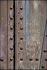 20090909-004 (sulamith.sallmann) Tags: bitte communication kommunikation message metal metall metallisch mitteilung notiz schrift signs spruch text typo typografie typography verständigung zeichen berlin deutschland deu sulamithsallmann