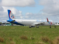 Ural Airlines                                 Airbus A321                                       EI-FXS (Flame1958) Tags: 6273 uralairlines uralairlinesa321 airbusa321 airbus a321 321 snn einn shannon shannonairport transasia 0417 2017 250417 ура́льскиеавиали́нии ural'skiyeavialinii
