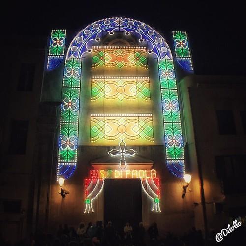Viva San Francesco di Paola... VIVA... Musica!!!!#luminarie #festesacre #santupatre #tradizioni #processione #trapani #sicilia #photography #tradizioneitaliana #streetphotography #photolover #sanfrancescodipaola #festesacreinsicilia #volgotrapani #musica
