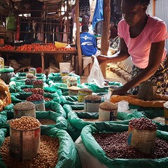 #Day119 #Beans #Lategram .  (c) Marlene C. Francia 2017 . . . . . . . . . . . . . . . . . #everydayafrica #everydaykenya #everydaynairobi #ToiMarket #LocalColor #localeconomy #ColorsOfAfrica #Hardworkingwoman #MakingALiving #informalsector #soco #Grains #