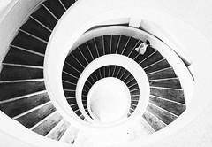 Singapore, 2015 (Stefano Montagner - The life around me) Tags: em5markii em5mkii olympus singapore singapura stefanomontagner thelifearoundme bn bw blackandwhite staircase spiral