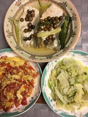 明日便當:蕃茄炒蛋、炒高麗菜和破布子蒸魚🐟