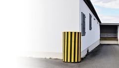 Round The Corner (Bernd Kretzer) Tags: streifen stripes ecke corner nikon afs dx nikkor 35mm f18 g