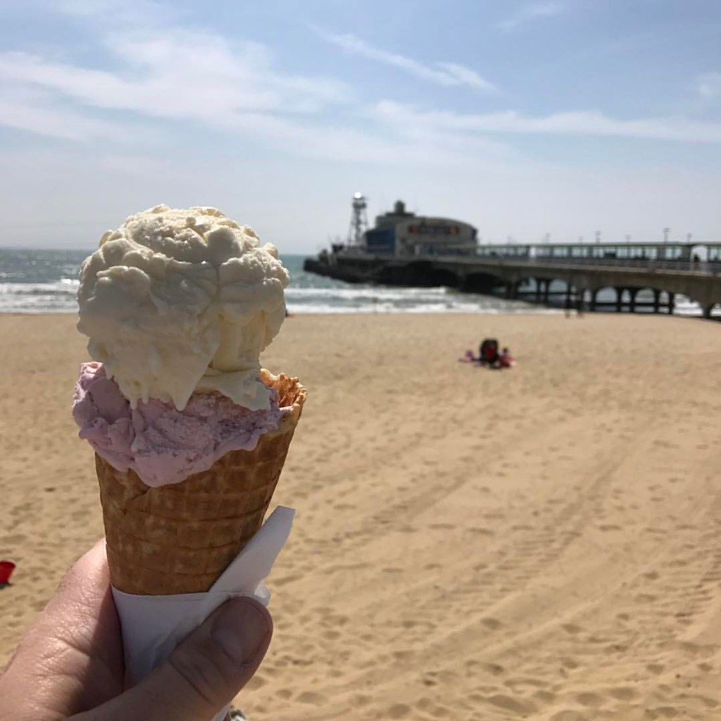 Lunch! #bournemouth #bournemouthbeach #dorset #icecream #pier #bournemouthpier #sand #sea🌊 #waves