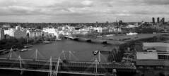 Londres bn_0022 (Joanbrebo) Tags: london blancoynegro blackwhite monochrome cityscape rio river riu thames bridge pont puente arquitectura edificios edificis buildings canoneos70d efs18135mmf3556is eosd autofocus