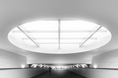 Lightcircle (frank_w_aus_l) Tags: rotterdam centraal centralstation netherlands monochrome bw blackandwhite city noiretblanc nikon d800 abstract light tunnel people circle zuidholland niederlande nl