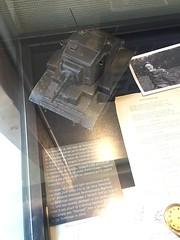 Maquette char léger - Mémorial Pegasus Bridge à Ranville / Bénouville (Calvados) (stefff13) Tags: musée guerre war nornadie aéroportée mémorial pegasusbridge ranville bénouville calvados arme weapon maquette char