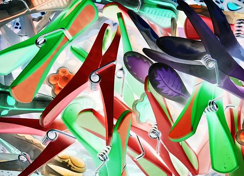 Kunstwerk mit Wäscheklammern
