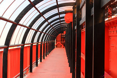 Túnel Rojo (julyyale) Tags: rojo negro tunel perspectiva perspective canon canont5i lineas line
