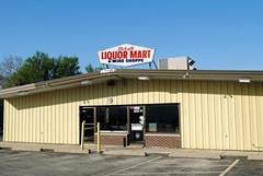Dekalb Liquor Mart, Dekalb Illinois (Cragin Spring) Tags: illinois il midwest unitedstates usa unitedstatesofamerica dekalbliquormart sign dekalb dekalbil dekalbillinois liquor liquorstore store liquors building