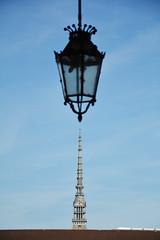 Allineamento - Alignment. (sinetempore) Tags: allineamento alignment moleantonelliana torino turin lampione lamp cielo sky minimalismo