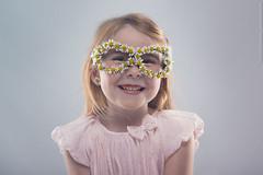 Petite fille fleurie (Thunder_Bob) Tags: photographie reportage bellelumiere entreprise flash particulier professionnel qualité strobist studio superbeimage