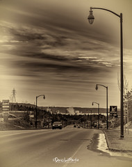 Boul La Salle-Fleuve St-Laurent.jpg (denis_lapointe) Tags: printemps route ciel baiecomeau nuage arbre commerciale canada eau ville qc auto