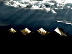 4 (Giorgio Ghezzi) Tags: cloud nuvola ray raggio sky cielo giorgioghezzi roof tetto