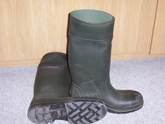 DUNLOP Purofort 397 (stevelman14) Tags: dunlop purofort donkergroengroen laarzen zool schoon roodopdruk poseren indoor