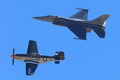 """USAF Heritage Flight: , F-16C Fighting Falcon and P-51D Mustang  """"Wee Willy II"""" (Norman Graf) Tags: wee willy ii 2016f16viperdemoteam 2016mcasmiramarairshow 4484961 910398 aerobatics airshow aircraft airplane f16 f16c fighter fightingfalcon g4u generaldynamics heritageflight jet majcraigrocketbaker mustang n7715c northamerican p51 p51d plane sw stevehinton tacticaldemonstrationteam viper wwii warbird weewillyii"""