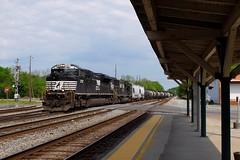 EMDs in Anniston (H-bob-omb) Tags: norfolk southern ns emd sd70m2 locomotive train railroad station platform anniston alabama 2767