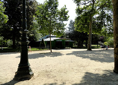 Path to puppet show (eutouring) Tags: champdemars park paris france puppet puppetshow marionnettesduchampdemars tree trees building