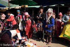 724-Mya-KENGTUNG-078.jpg (stefan m. prager) Tags: akha kind asien myanmar kengtung silber tracht markt akhastamm akhatribe cheingtung chiangtung kengtong kyaingtong shan myanmarbirma mm