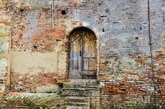 Antiche Abitazioni (gianKE) Tags: oldhouse certaldo old wood door