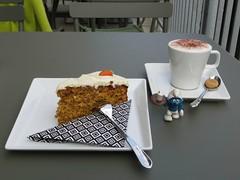 Kaffeepause / coffe break (ingrid eulenfan) Tags: kaffeepause kaffee coffeebreak coffee torte cake cappuccino rüblitorte möhrenkuchen schlumpf smurfs pitufos smølferne şirinler kellner waiter service tasse 7dwf