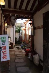 IMG_6744_RAW (jeremy!) Tags: seoul korea southkorea canoneosrebelt1i canon1740mm yeongeondong 연건동