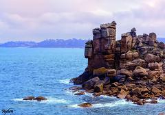 Roccia del diavolo - Bretagna (Ajelen Foto) Tags: larocciadeldiavolo roccia sabbiagranitica profilo mare ploumanach francia bretagna turisti ajelen