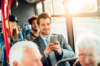 AKT_mann_jobbreisende_mobil_bus