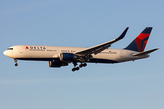 IMG_5728 (Charlie_tj) Tags: boeing 767 winglets delta airlines aviation aviacion airliner avion spotting lax klax n1612t