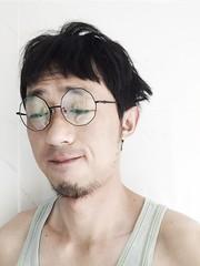 Just woke up (ⓡ Oscar) Tags: portrait selfie roundglasses messyhair