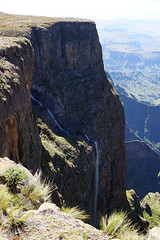 View from the top of Tugela Falls - Drakensberg Escarpment (Julia Kostecka) Tags: drakensbergmountains drakensbergescarpment geology rockformations sentinelpeaktrail tugelafalls chainladdertrail hiking amphitheater waterfall southafrica royalnatalnationalpark