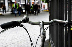_hold me tight (SpitMcGee) Tags: haltmichfest holdmetight fahrrad bicycle hff happyfencefriday zaunamdom fenceatthedom aachen aquægranni oche aixlachapelle spitmcgee explore 87