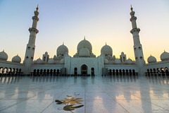 Sheikh Zayed Mosque at dusk (The Odyssey Experience) Tags: uae abudhabi travel sheikhzayedmosque