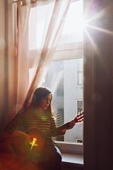 While my guitar gently weeps. (www.juliadavilalampe.com) Tags: guitar selfie selfportrait me chaula guitarra roja window vienna austria österreich home girl woman song moody beatles sun natural light
