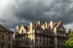 Sun under the clouds (Kasimir) Tags: dublin trinitycollege stone house dusk ocaso sun light clouds building 3xp