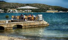 La terracita (candi...) Tags: terraza personas playa mar agua montaña arena airelibre naturaleza nature sombrilla bar sonya77