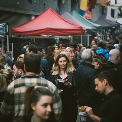 In Maltby Street Market, May 2017. (Etienne Gab) Tags: ropewalk market hipster foodtruck food truck maltby street london londoners brunch southbank bermondsey southwark thames tamise river uk united kingdom europe youth lunch streetphotography streetart shard south