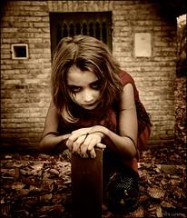 Childhood evil (Urban explorer / Combinard d'image) Tags: enfant shooting chacha diabolique satanic