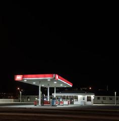 Islande #38 (The smiling monkey) Tags: gas station night dark iceland nobody n1 neon