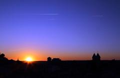 Aviões riscam o céu. (Nelson Paim) Tags: nuvens de condensação avioes riscos no ceu altitude ice por do sol sunset