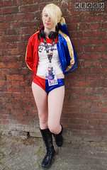 IMG_2452.jpg (Neil Keogh Photography) Tags: gloves comics bomberjacket dc belt film gun villain spikes gold harleyquinn boots jacket red criminal pigtails blue psycho suicidesquad tracksuitjacket psychopath hotpants top bracelets black femaledccomics cosplayer videogame nwcosplayjunemeet2016 white