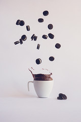 17/52 (ana pardos corrales) Tags: splash chocolate espeso oreos levitación floating falling still life levitation